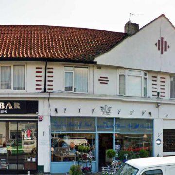 Keith Richards kaloi 6 vite te jetes se tij ne kete shtepi siper luleshitesit ne Dartford, Kent.