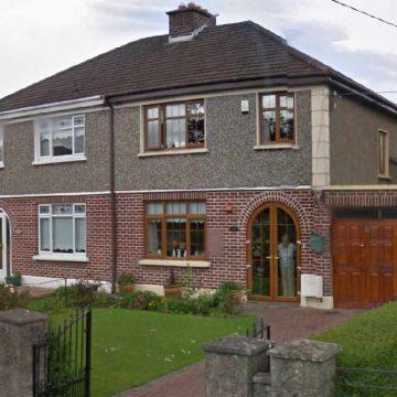 Prinderit e Paul 'Bono' Hewson e blene kete shtepi ne Cedarwood Road, Dublin 7 jave para se ai te lindte ne 1960-en e ku kaloi te gjithe femijerine