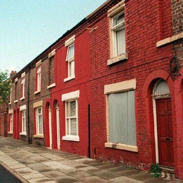 Ringo Starr lindi ketu ne 9 Madryn Street ne Liverpool. Ne 2015-en kjo shtepi u shpetua nga rrenimi